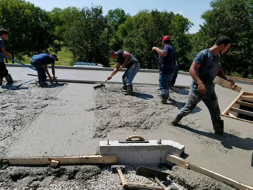 El equipo de Komark Concrete en Kansas City, MO