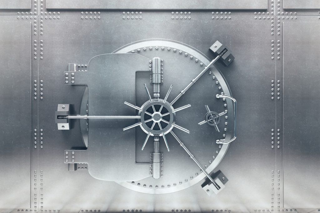 Bóveda de banco planteada, cerrada. Tecnología bancaria para mantener la información segura. Concept: ¿Cómo utiliza Camino Financial tecnología bancaria para ofrecer el mejor proceso de préstamo?