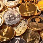 Muchas monedas de diferentes criptodivisas. concept: criptomonedas