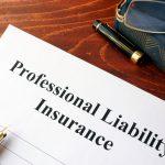 Póliza de responsabilidad profesional en una mesa. Concept: cuánto cuesta el seguro de responsabilidad profesional
