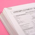 formulario de desempleo con fondo rosa. concept: Ley Federal de Impuestos de Desempleo