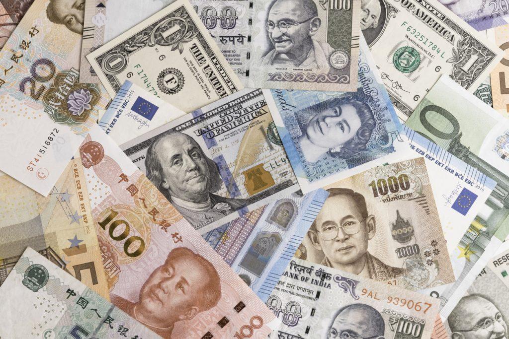 Billetes de las principales monedas mundiales.
