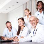 Equipo de doctores en oficina médica. Concepto:Las mejores opciones de seguro médico para pequeñas empresas
