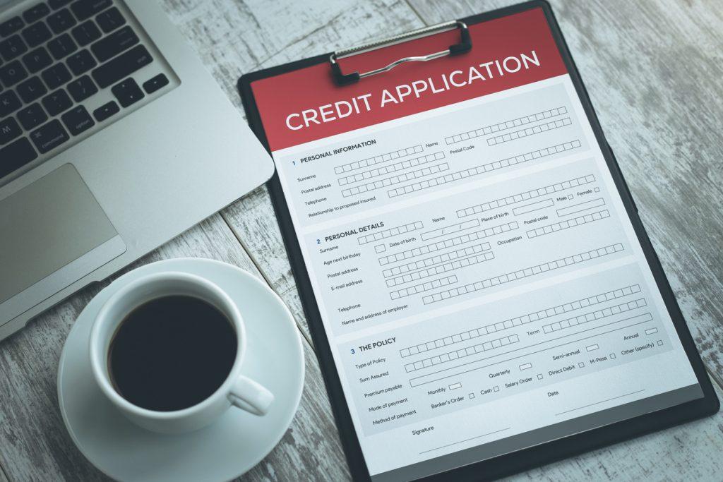 Formulario de aplicación de tarjeta de crédito. Concept: tarjeta de crédito