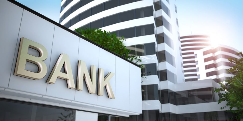 bank - gold text. Concept: cómo elegir un banco