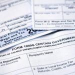 closeup de varias formas de impuestos de la IRS. Concept: formulario w2 y formulario w4