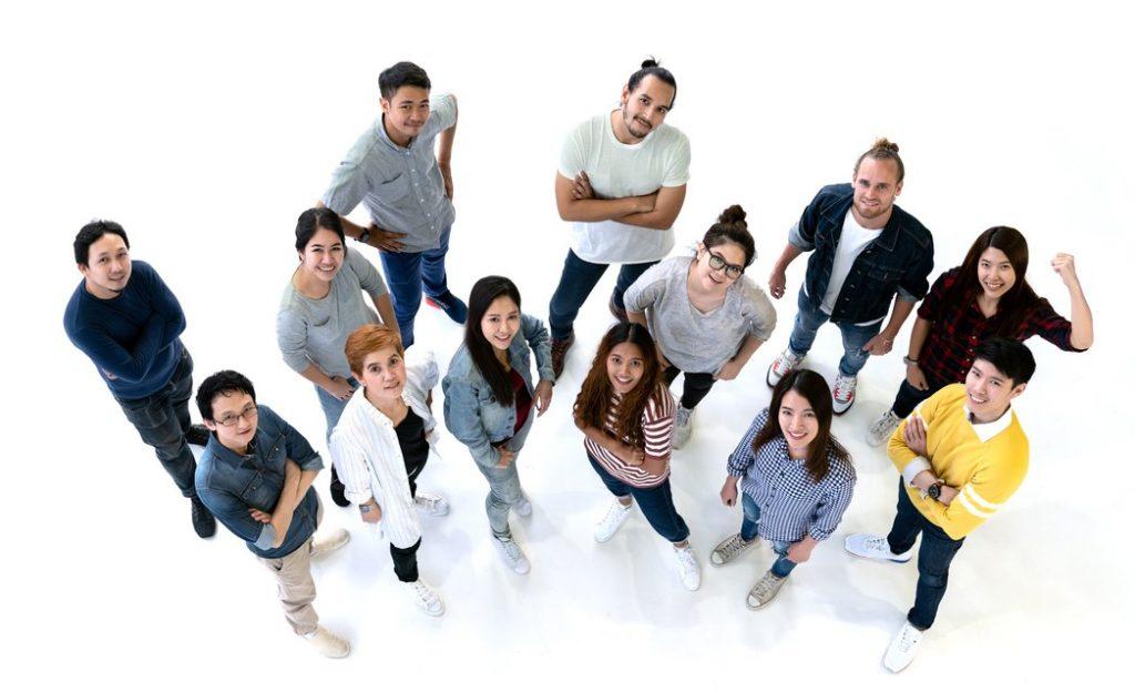 Grupo diverso de personas. Jóvenes. concept: emprendedores jóvenes