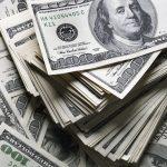 billetes de cien dólares. concept: ingreso bruto