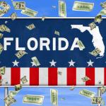Florida, letrero con dinero cayendo. concept: Préstamos para negocios en Florida