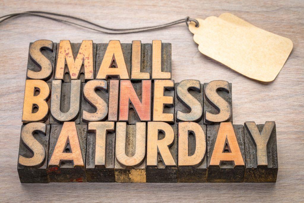 Small Business Saturday letras en madera