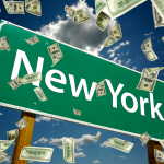 letrero de nueva york con dinero cayendo. concept: Préstamos para negocios en Nueva York