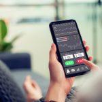 compraventa de acciones en línea, app, smartphone. concept: acciones de GameStop