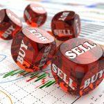 Dados sobre una gráfica financiera. concept: Invertir en la bolsa es como apostar